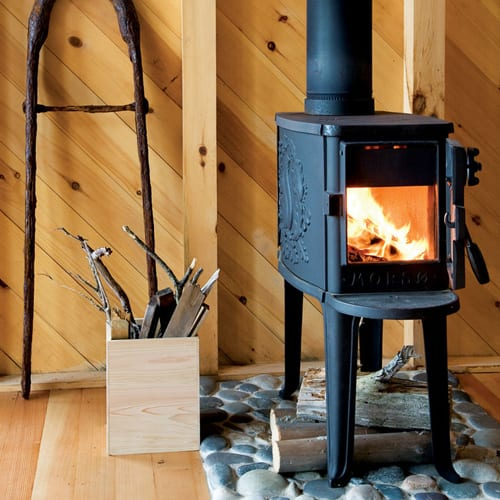 morso-small-stove-in-cottage - Inspiration Tiny Wood Stove