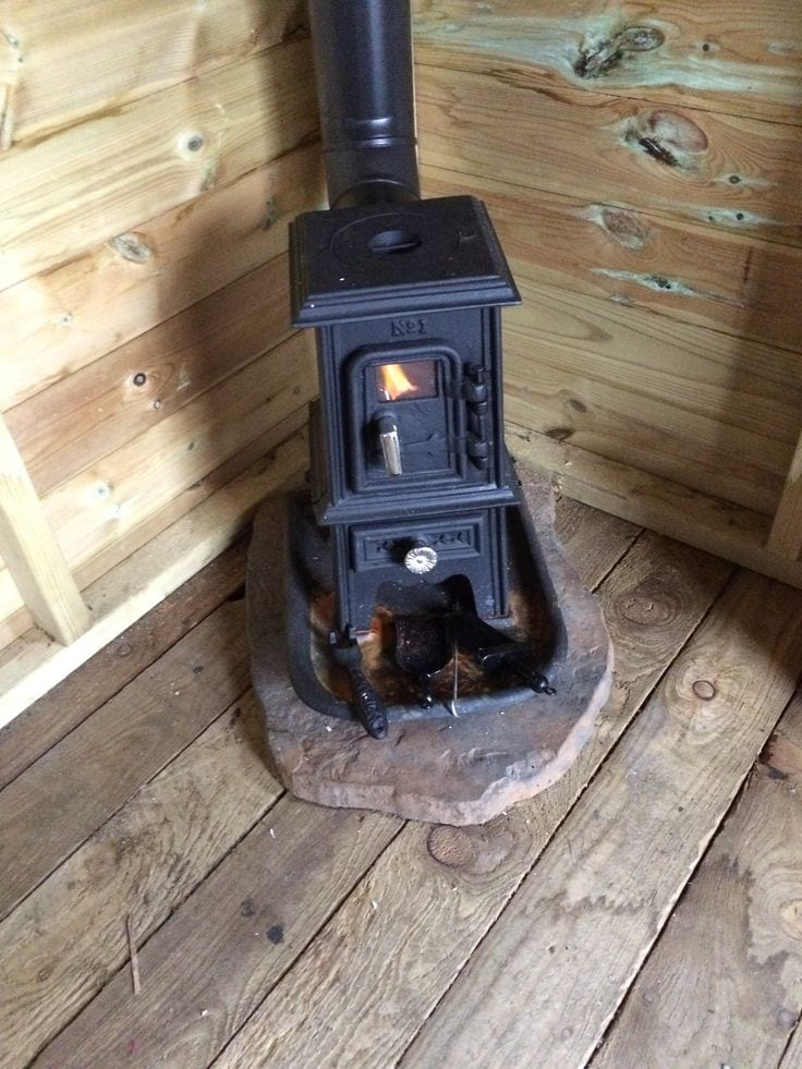 ... pipsqueak-in-shed ... - TINY STOVE: The Pipsqueak Tiny Wood Stove