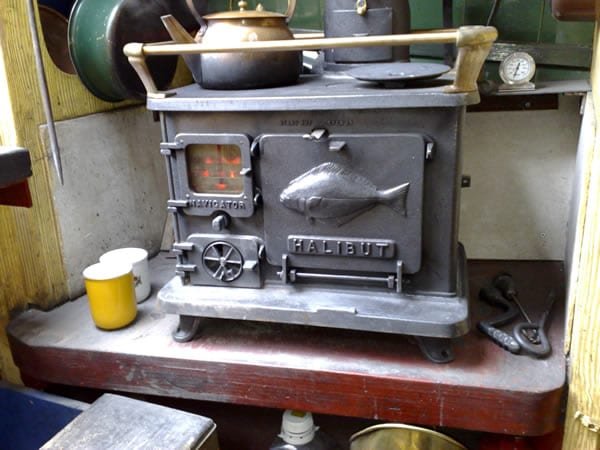 Small wood cookstoves for tiny spaces tiny wood stove for Most efficient small wood burning stove